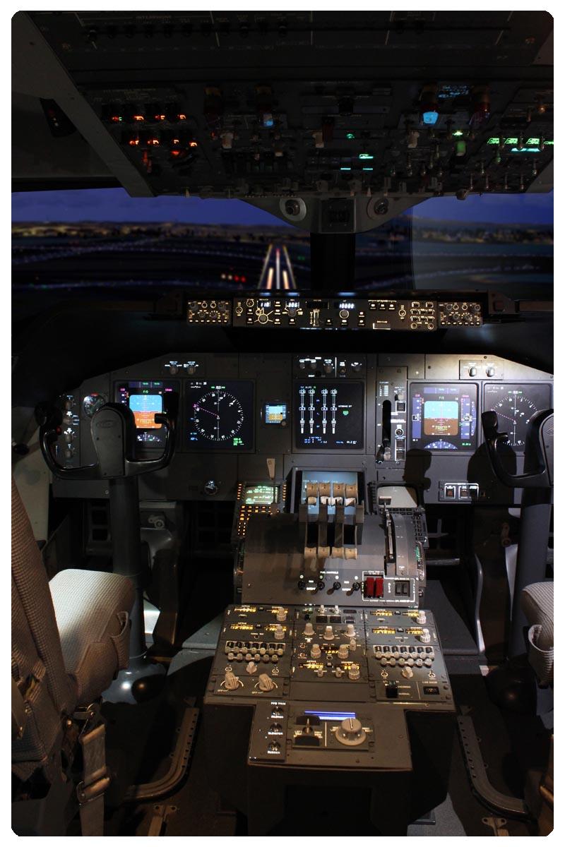 jet copies simulation Ils sont les copies conformes des cockpits des airbus et boeing  c'est sans doute l'aboutissement le plus complet dans la simulation de vol.